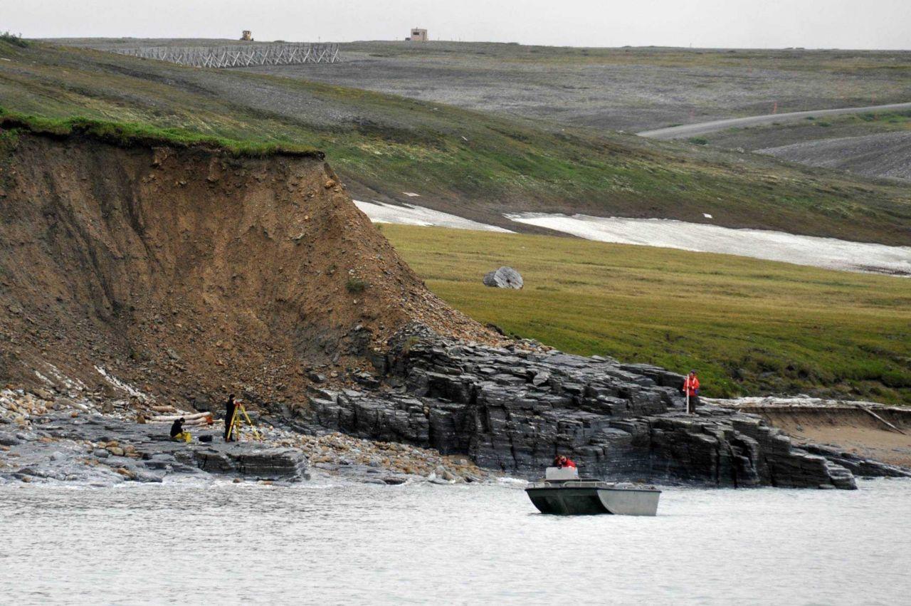 Leveling tide staff. Photo