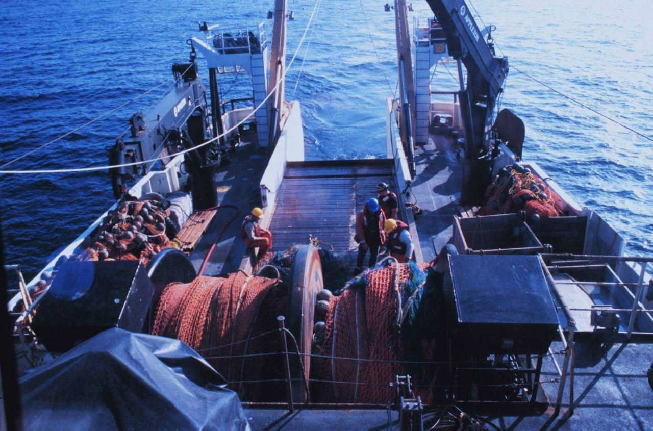 Preparing for trawling operations on the NOAA Ship MILLER FREEMAN. Photo