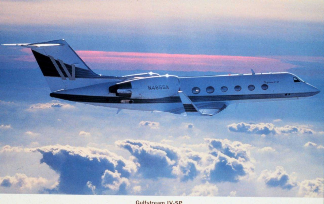 Heavy Gulfstream IV Jet Aircraft Photo