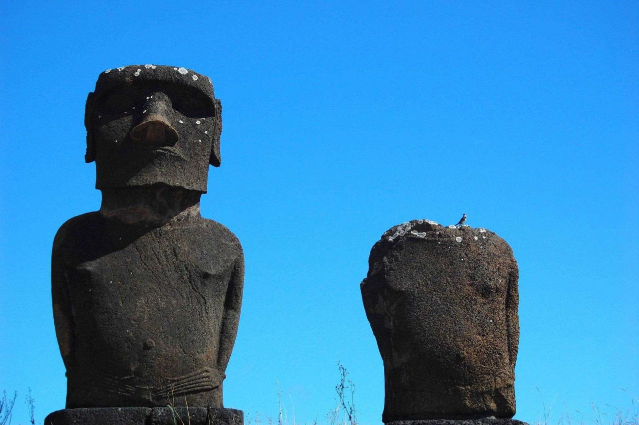 Moai without red topknot hats at Anakena Ahu Na Photo