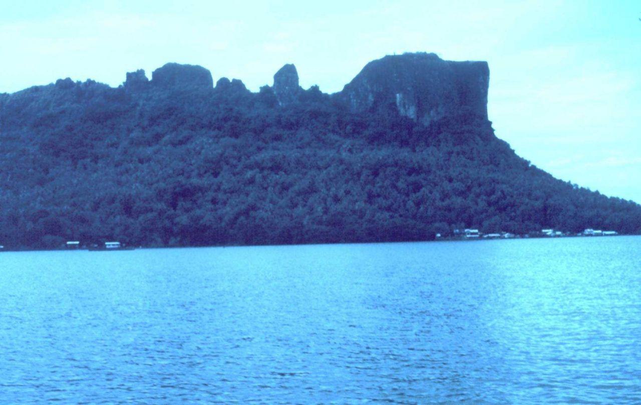 Volcanic cliffs Photo