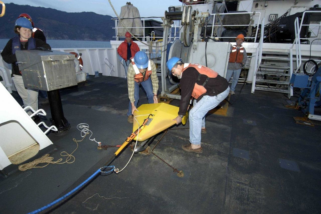 Klein sidescan 3000 on deck of the NOAA Ship McARTHUR II during the search for the airship MACON. Photo