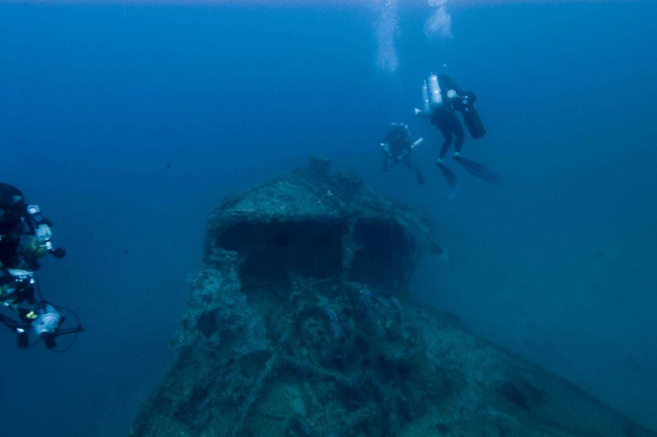 Divers on the shipwreck of the NORTHERN LIGHT at 190 feet. Photo