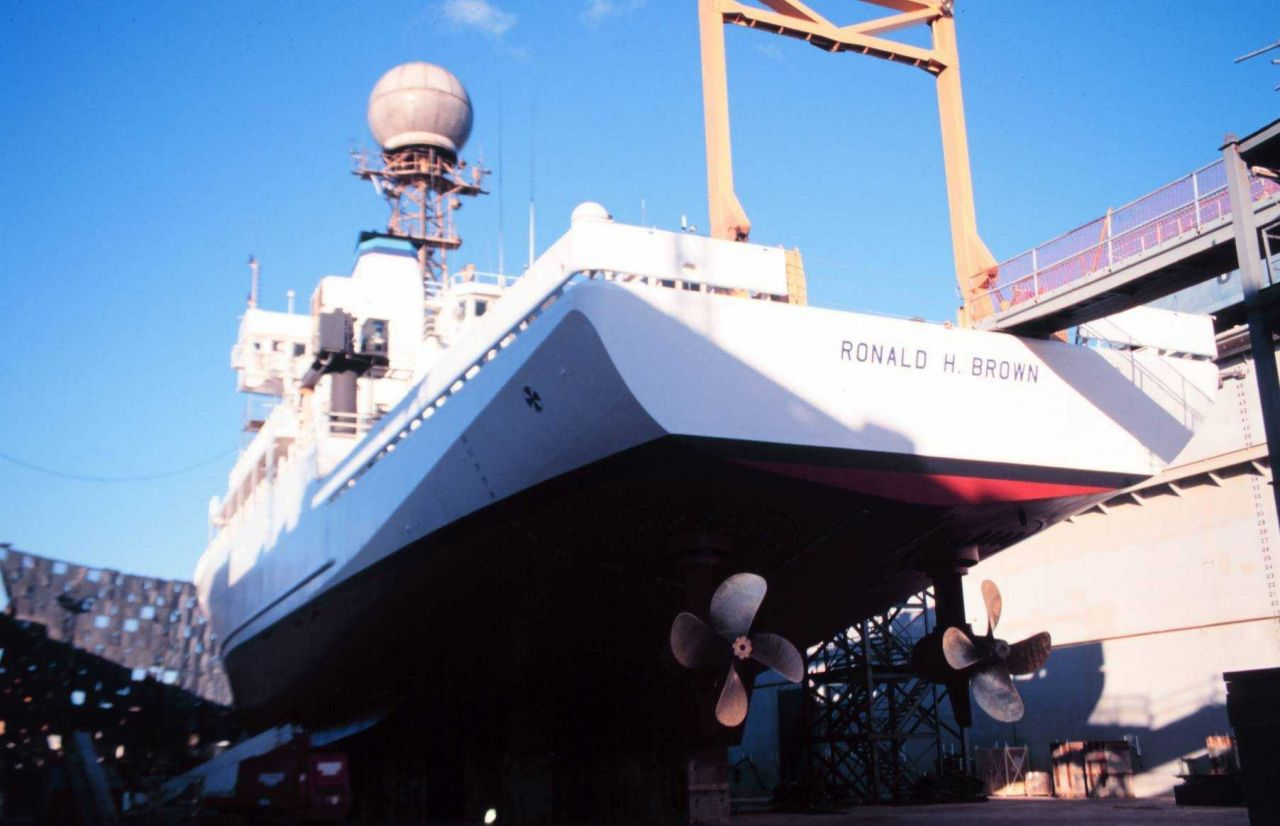 A view of the stern and stern thrusters of the RONALD H Photo