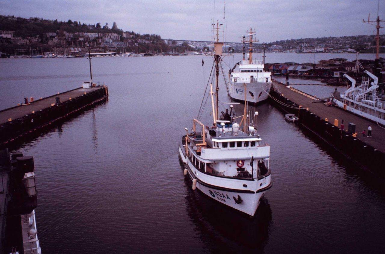 The NOAA Ship JOHN N Photo