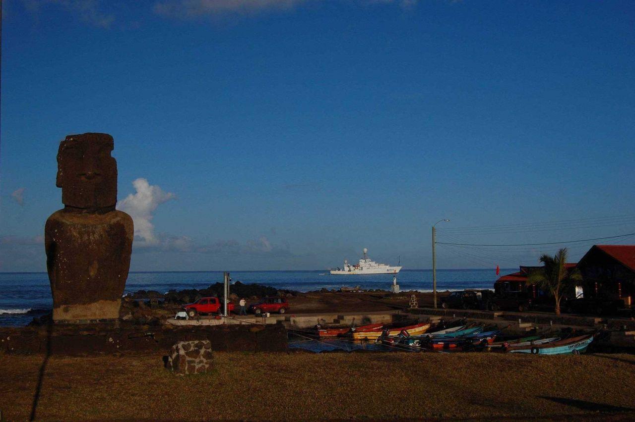 The NOAA Ship RONALD H Photo