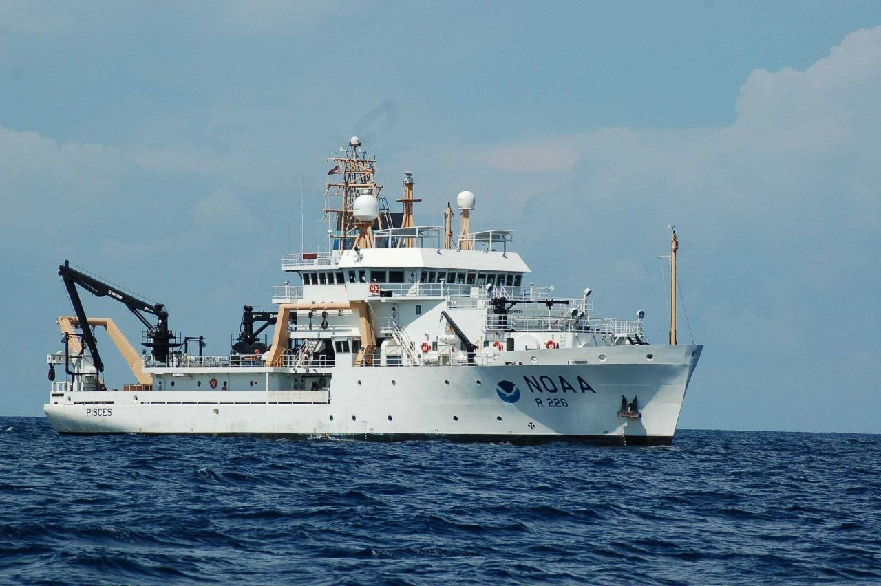 Starboard side of NOAA Ship PISCES Photo