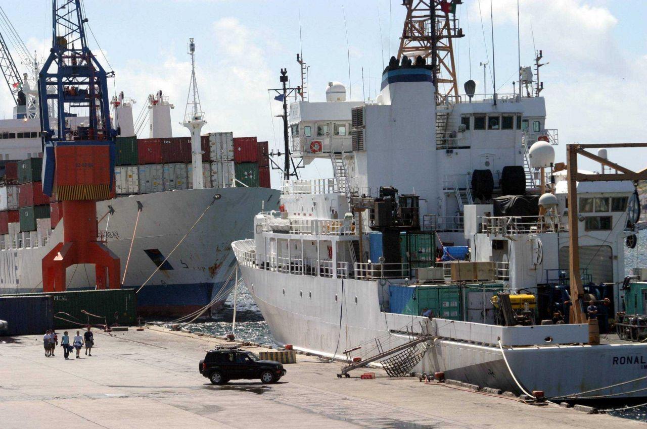 NOAA Ship RONALD H Photo
