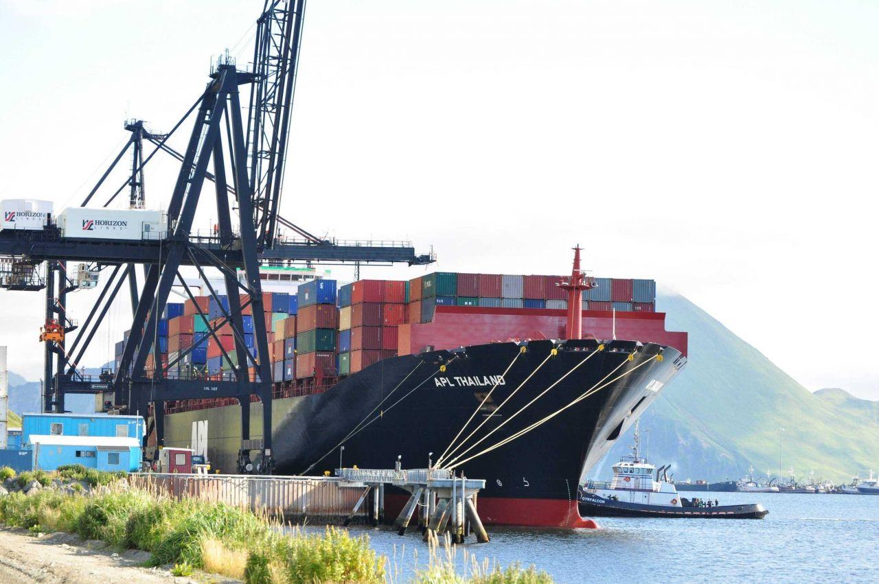 American President Lines M/V THAILAND loading at Dutch Harbor. Photo