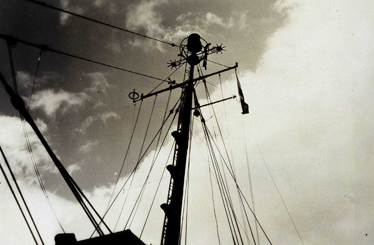 Shipboard Shoran antenna as viewed from bow Photo