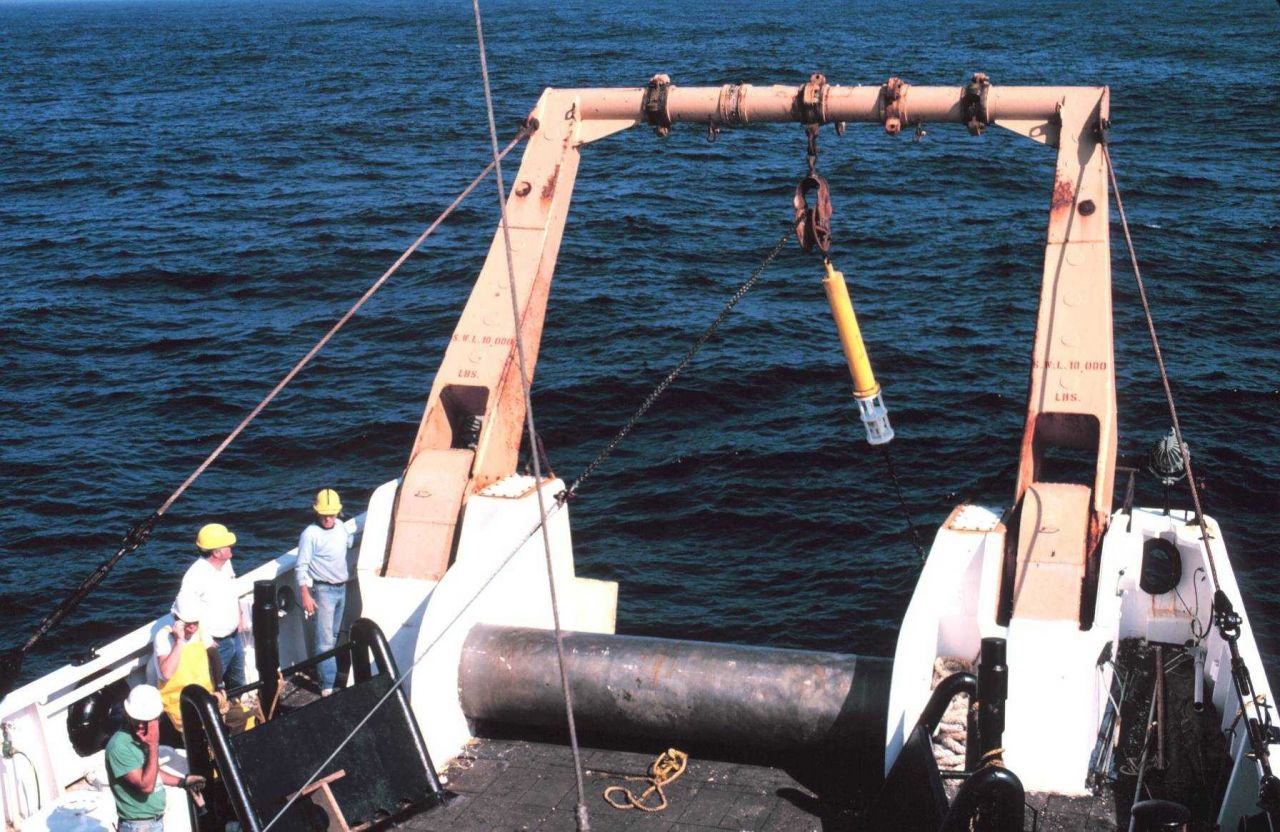 Deploying a current meter from the stern of the ALBATROSS IV for warm core study Photo