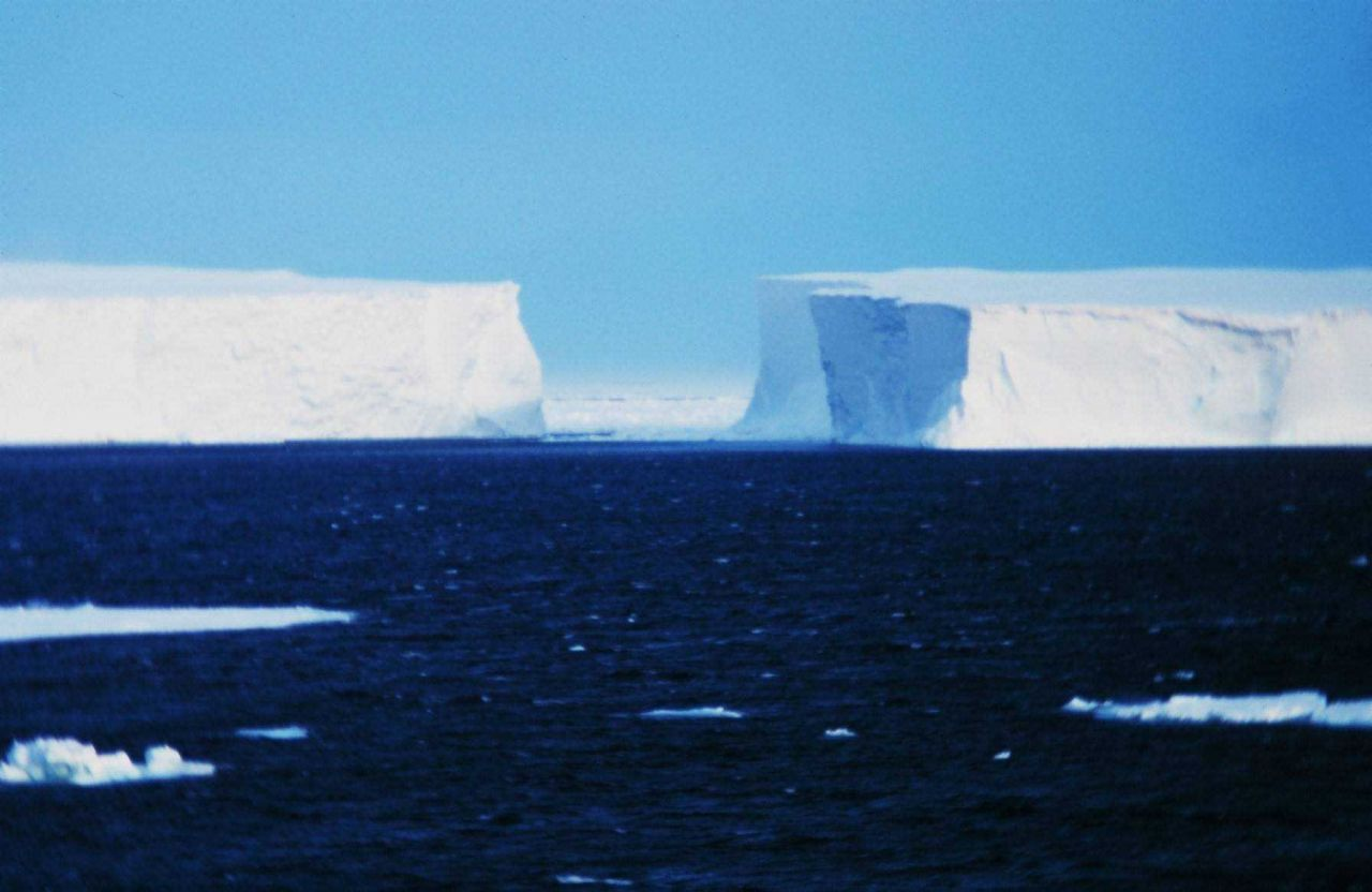 Icebergs grounded on Pennel Bank Photo