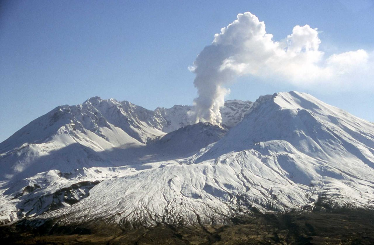 Steam plume from new dome on Mt St Helens Photo