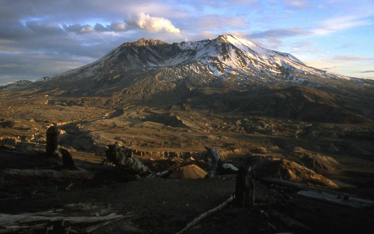 Venting new dome at Mt St Helens at sunset as seen from Johnston Ridge Photo