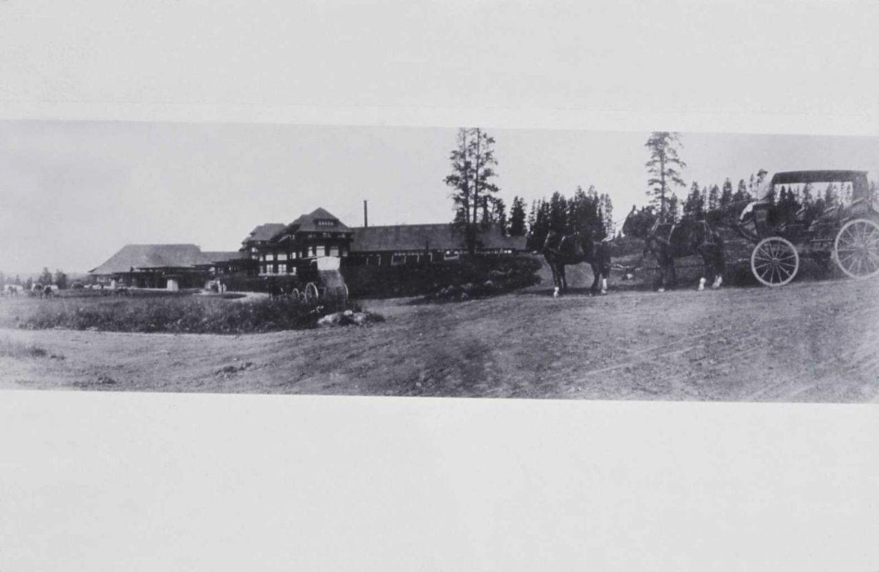 Canyon Hotel with stagecoaches Photo