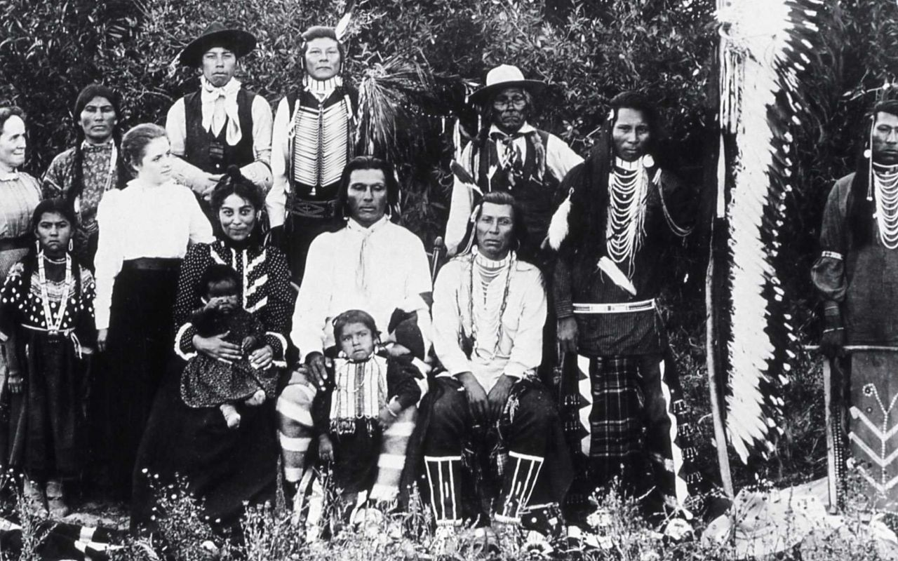 Bannock indians with two white women - History - Indians Photo