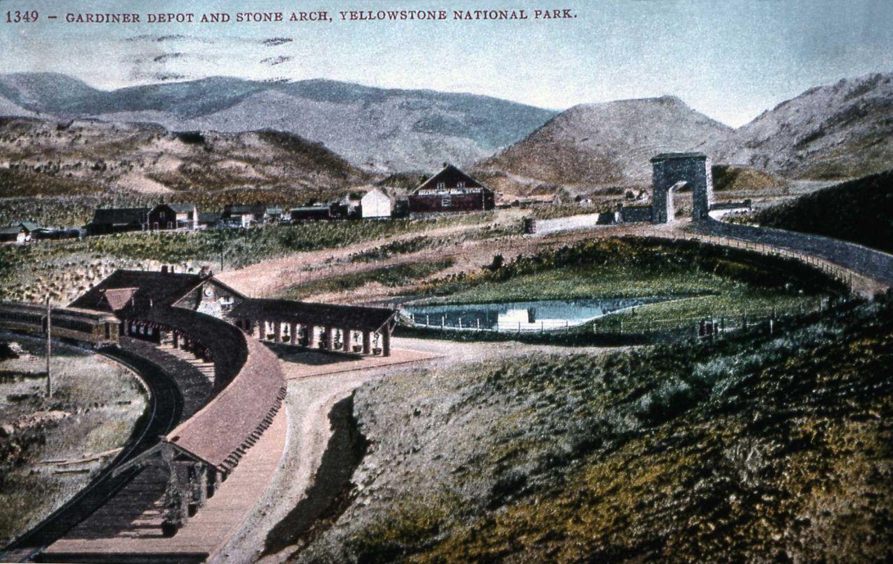 Postcard 1349 - Gardiner Depot & Yellowstone Stone Arch Photo