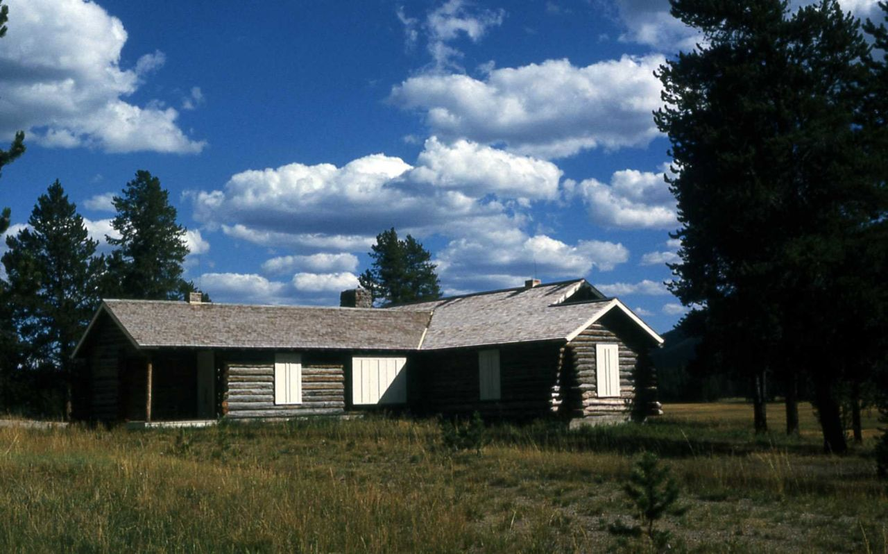 Norris soldier station (now used as the Museum of the National Park Ranger) Photo