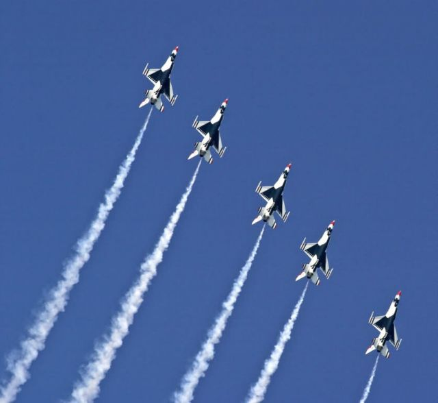 F-16 Fighting Falcons - Milwaukee air show Picture