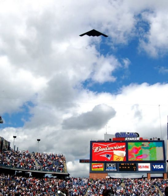 B-2 Stealth Bomber - B-2 Impresses Crowd Picture