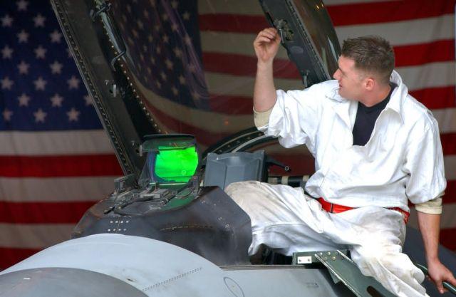 F-16 Fighting Falcon - Canopy check Picture
