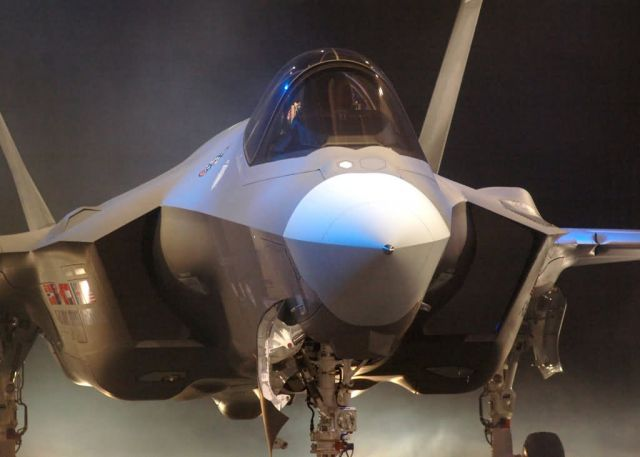 F-35 Lightning II - Lightning II makes its debut Picture