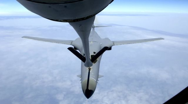 B-1B Lancer - KC-135 bringing fuel to fight Picture