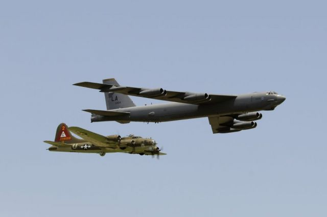 B-17G Flying Fortress - Heritage flight Picture