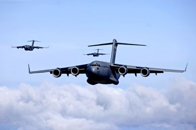 C-17 Globemaster III - C-17 airdrop training mission Picture