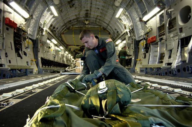 C-17 Globemaster III - C-17 airdrop training mission Picture