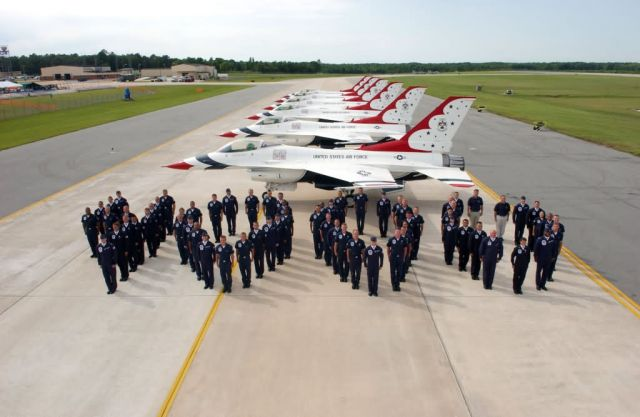 United States Air Force - Thunderbirds perform 4,000th show Picture