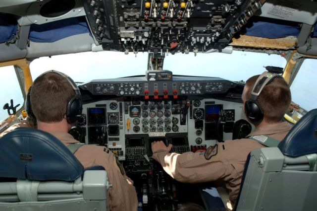 KC-135 - A view to a refuel Picture
