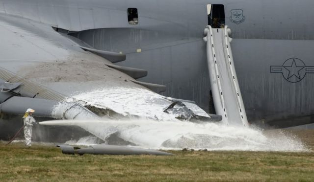 C-5 Galaxy - C-5 Galaxy crashes at Dover AFB Picture