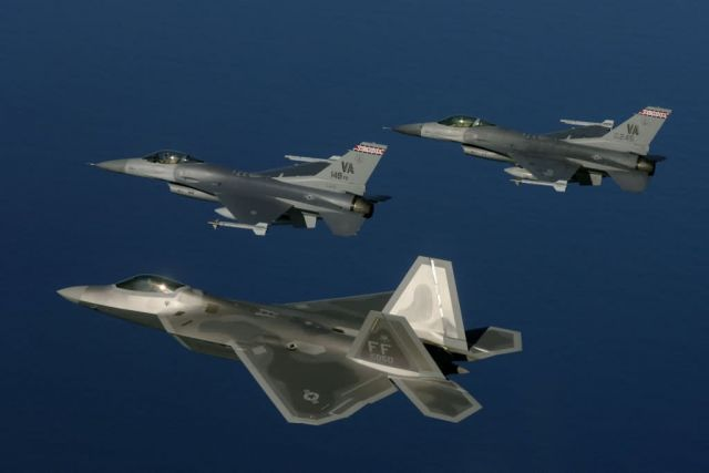 F-22A Raptor - Guard fighter aircraft transition Picture
