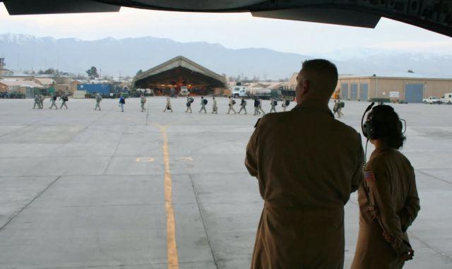 C-17 Globemaster III - C-17 crews deliver in Central Asia Picture