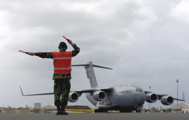 C-17 Globemaster III - Maintenance troops Picture