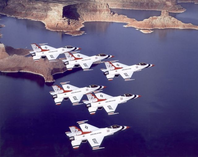 F-16A Fighting Falcon - U.S. Air Force Thunderbirds Picture