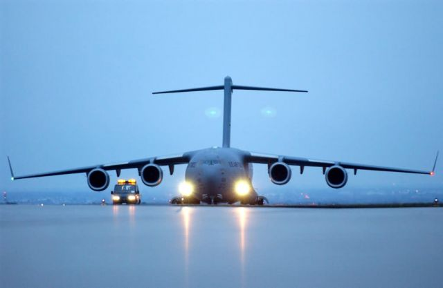 C-17 Globemaster III - Thanks for the lift Picture