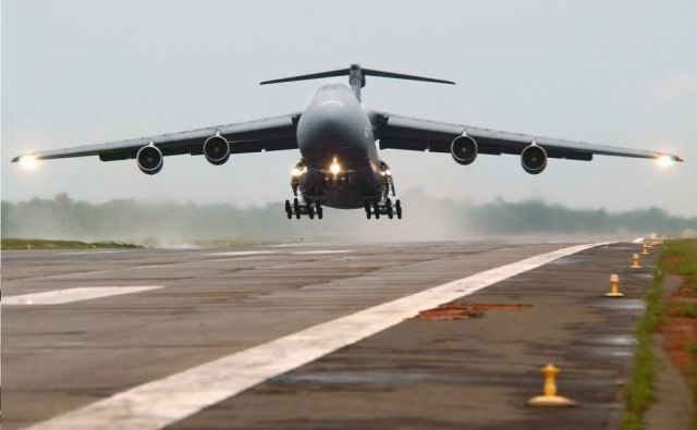 C-5 Galaxy - Prepare for takeoff Picture