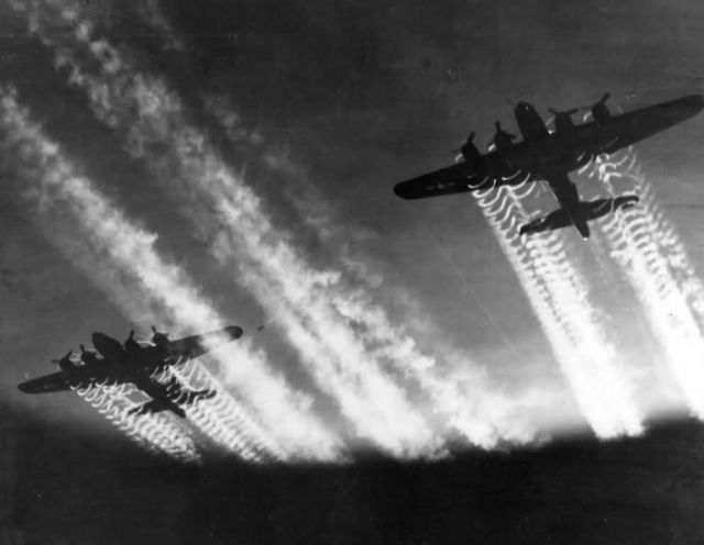 B-17 Flying Fortress - World War II Picture