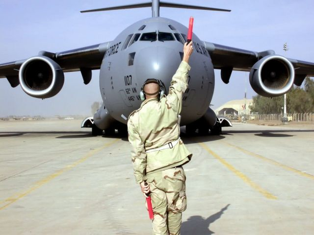 C-17 Globemaster III - C-17 parking this way Picture