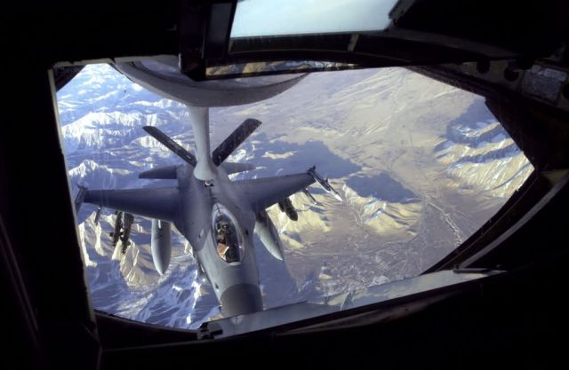 KC-135 Stratotanker - Fueling up Picture