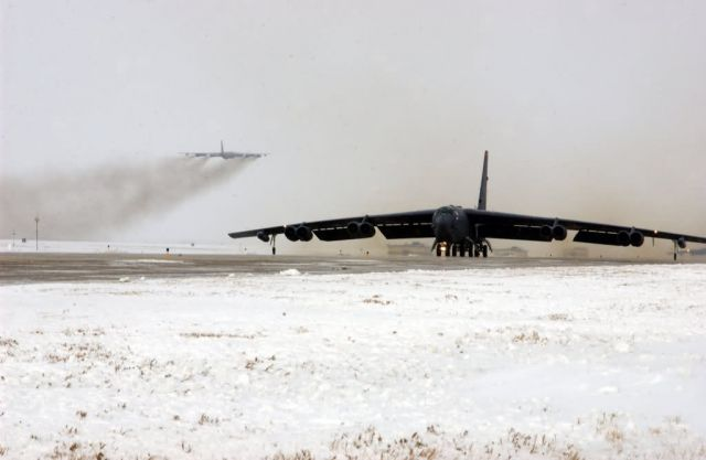 B-52 - Snowy take-off Picture