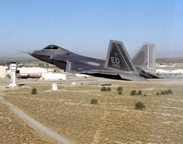 F/A-22 Raptor - Low pass Picture