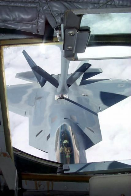 F/A-22 - Fueling up Picture