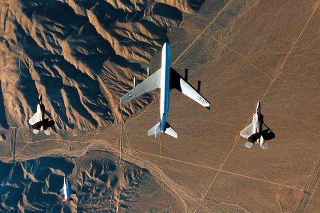 F/A-22 Raptors - Test flight Picture