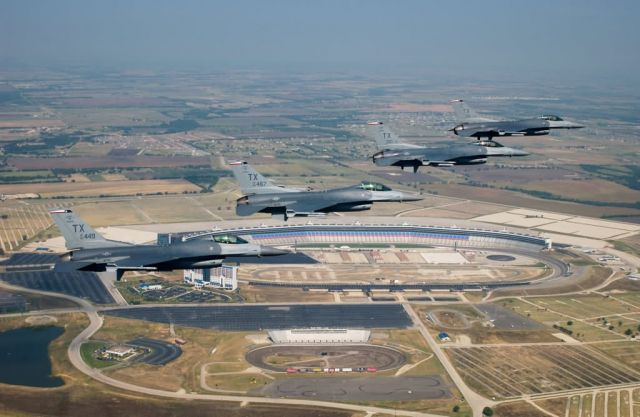 F-16C Fighting Falcons - Racing over Texas Picture
