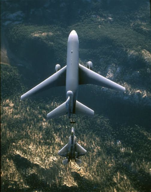 KC-10 Extender - Follow me Picture
