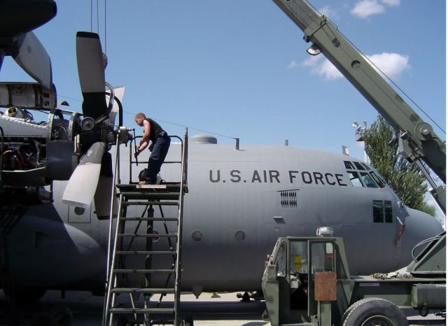 C-130 - Engine change Picture