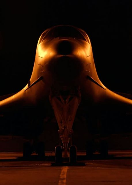 B-1 Lancer - The Lancer waits Picture